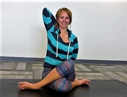 04 Yoga Volunteer 300x2252